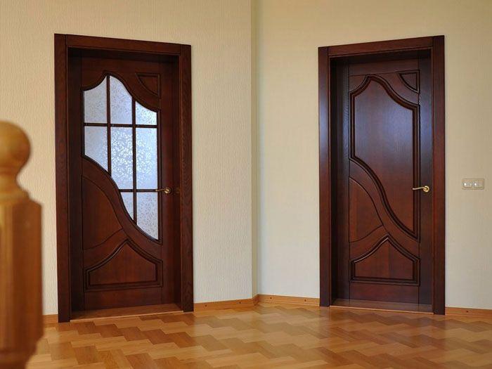 Сравнение двух вариантов оформления дверей для ванной и туалета