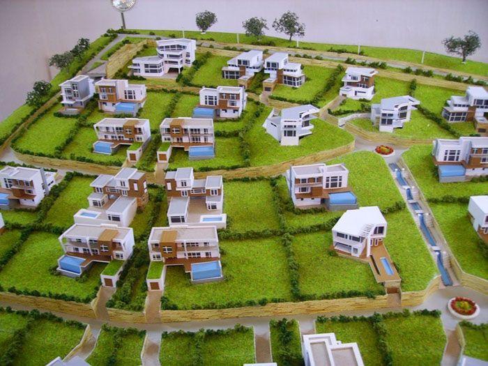 В аналогичном объёмном виде риелторы представляют коттеджные посёлки с таунхаусами и другими объектами недвижимости