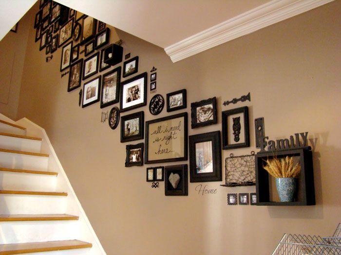 Хорошая идея – расположить фотогалерею над лестницей