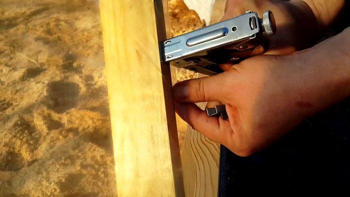 Фиксация плёнки с использованием строительного степлера