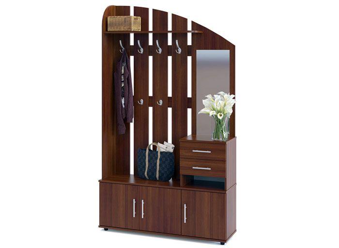 Функционально и просто: деревянное изделие имеет и полочку для головных уборов, и вешалку, и один или два отсека для хранения мелочей или аксессуаров и даже зеркало