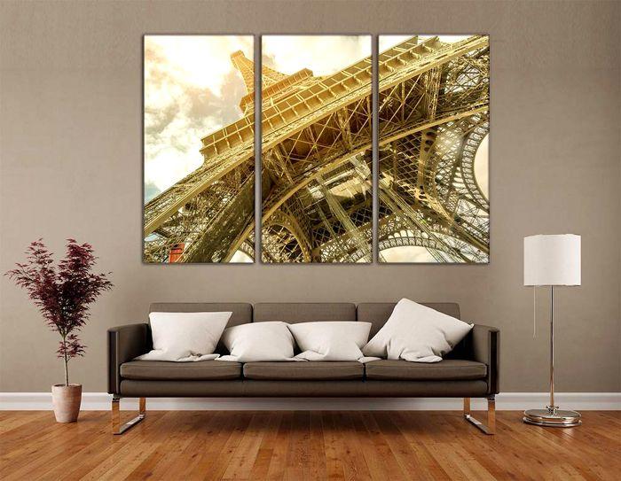 При минимуме мебели на стене размещают пространственное изображение большого формата, который берёт на себя акцент всей комнаты