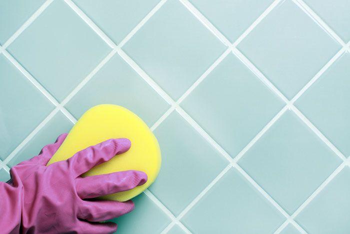 Ламинированные панели обладают отличной влагостойкостью, они легко очищаются от пыли и грязи, устойчивы к механическим повреждениям