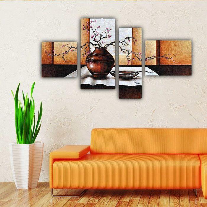 Если зона над диваном невелика, то на стену удачно впишутся модульные изображения