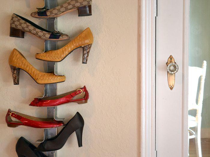 Волшебство в доме: издалека кажется, что обувь висит в воздухе