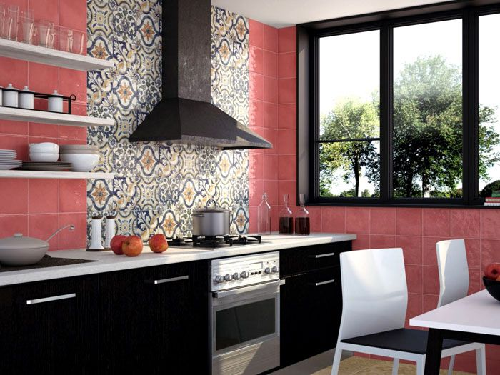 Включение декоративных элементов в сочетании с однотонными стенами притягивает взор