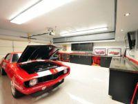 В большом гараже можно оборудовать домашнюю мастерскую