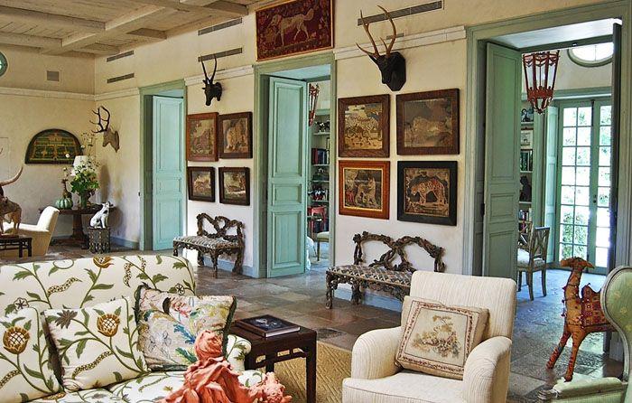 Прованс – очень уютный стиль. Его трудно представить в квартире холостяка, но для семейных пар, живущих в загородном доме, он подходит идеально