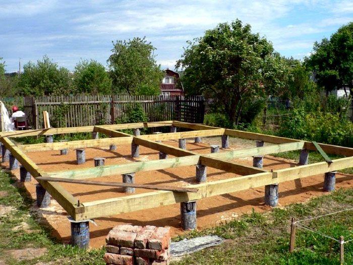 Если в ваших планах деревянное строение – можно обойтись столбчатым основанием