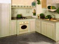 Кафель повсюду — нестандартное решение для кухонной мебели