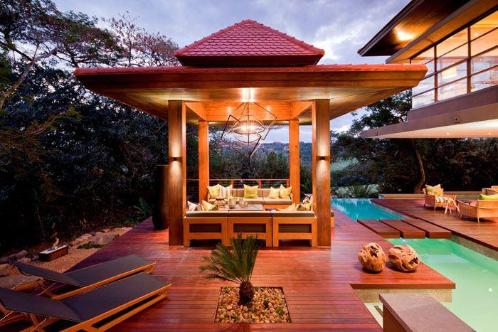Павильон в японском стиле требует перегородок из полупрозрачных материалов, бамбук и натуральное дерево в оформлении, лёгкие циновки