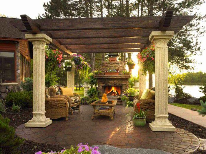 Роскошь классического стиля требует позолоты, колонн, роскошной мебели и фонтанчика с гипсовой статуей
