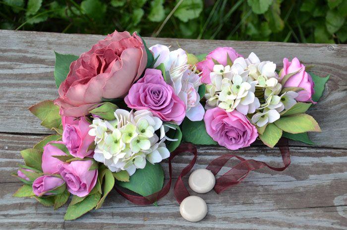 Подобными цветами можно оформить красивую композицию на стол, подхваты на портьеры