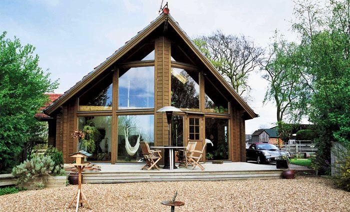 Если дом изначально планировался в скандинавском стиле, как на фото, у него должны быть огромные окна с минимумом перегородок