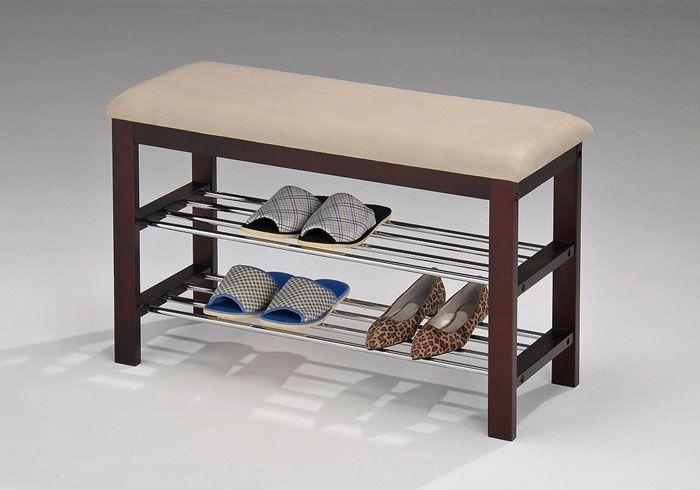 Вся обувь будет на виду, но, скрытая сверху удобным сидением, это не портит интерьер прихожей