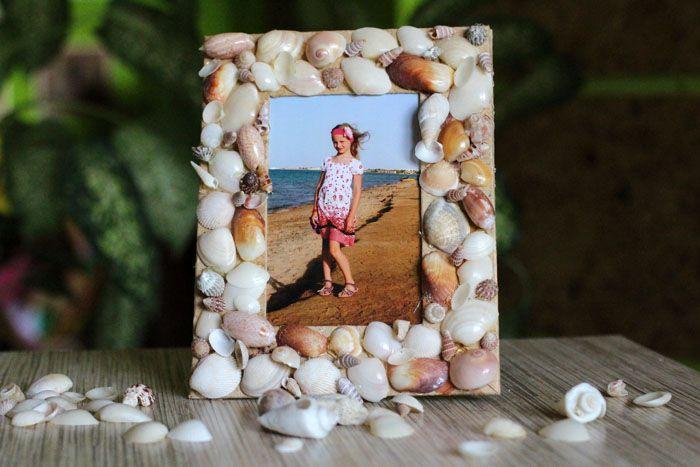 Для оформления летних снимков с пляжа используйте камешки и ракушки