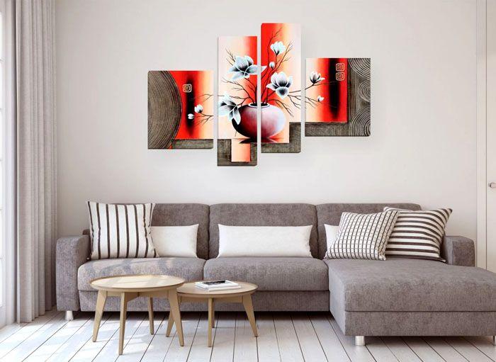 Лучше всего при выборе модульных изображений дублировать оттенки в дизайне помещения. Подобный акцент идеально завершит образ комнаты. На фото основной упор сделан на серый цвет, тогда как персиковые тона существенно освежают общий фон гостиной