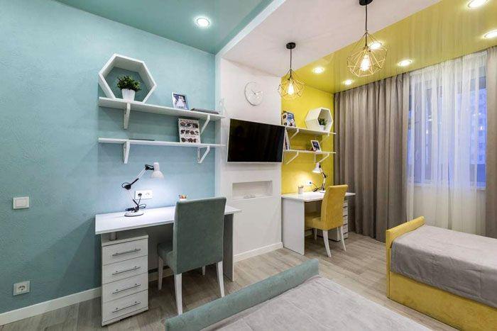 Зонирование цветом, где разделительной преградой также служит двухъярусный потолок со светильниками в стиле лофт