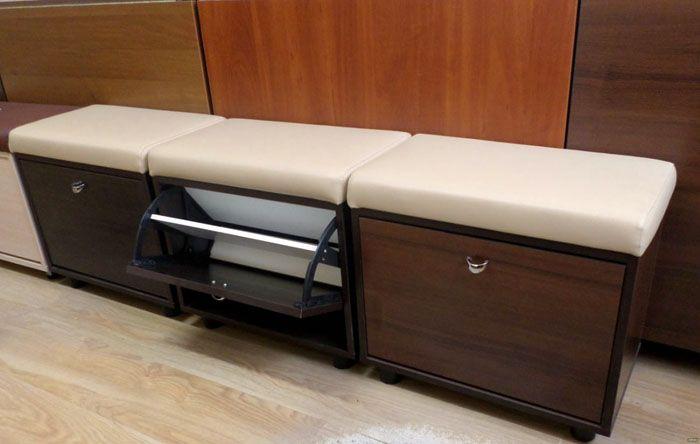 Тумбы также могут быть оформлены в виде скамейки или небольшого пуфика