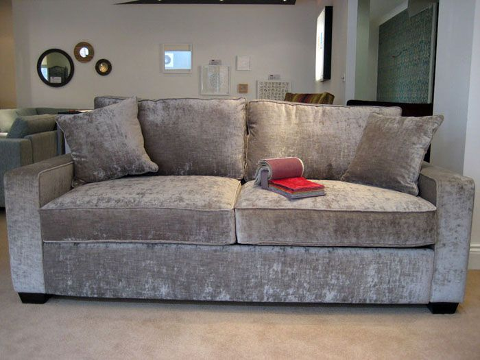 Велюр – подходящий вариант для обивки дивана