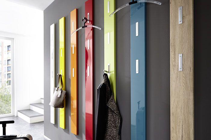 Есть оригинальные изделия, занимающие всю стену, — это скорее дизайнерское решение, чем необходимость