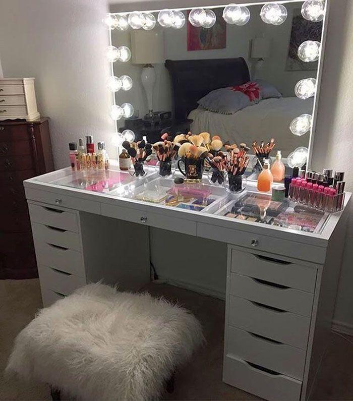 Всё необходимое рядом: функциональное зеркало с подсветкой для туалетного столика