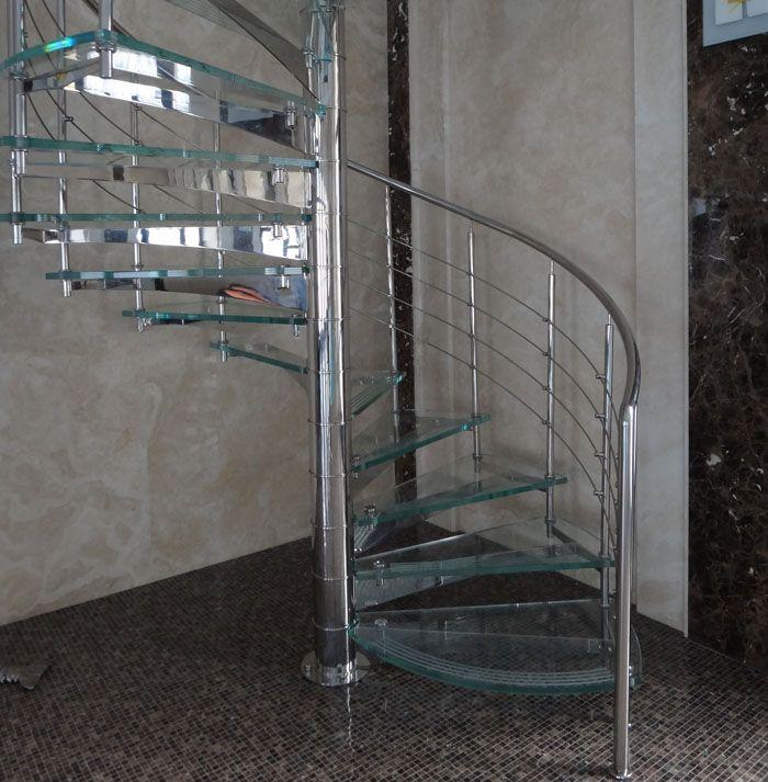 Винтовые лестницы отличаются эффектным внешним видом