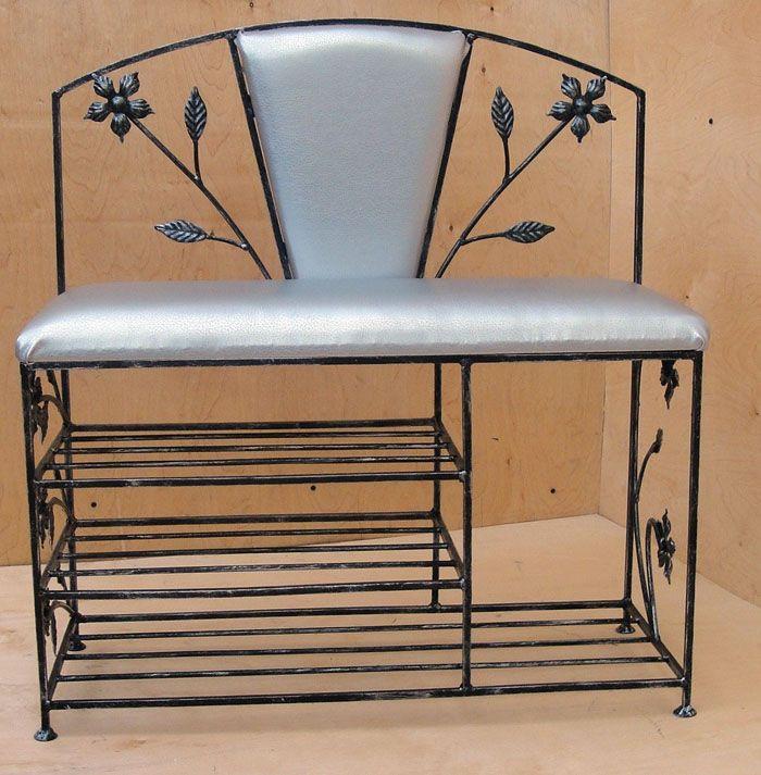 Металлические изделия смотрятся легко и не утяжеляют облик комнаты