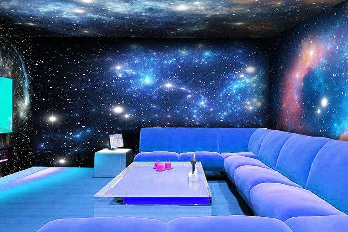 На обои, называющиеся флуоресцентными, нанесён лакокрасочный состав, благодаря которому и происходит ночное свечение в течение некоторого времени, хотя днём это просто изображение