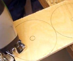 13-24-300x253 Какие поделки из дисков можно сделать своими руками? 100 радужных идей