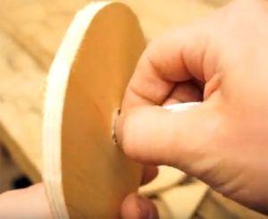 14-25-300x245 Какие поделки из дисков можно сделать своими руками? 100 радужных идей