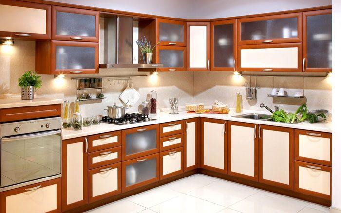 Красивый кухонный гарнитур, сделанный с применением рамочных фасадов
