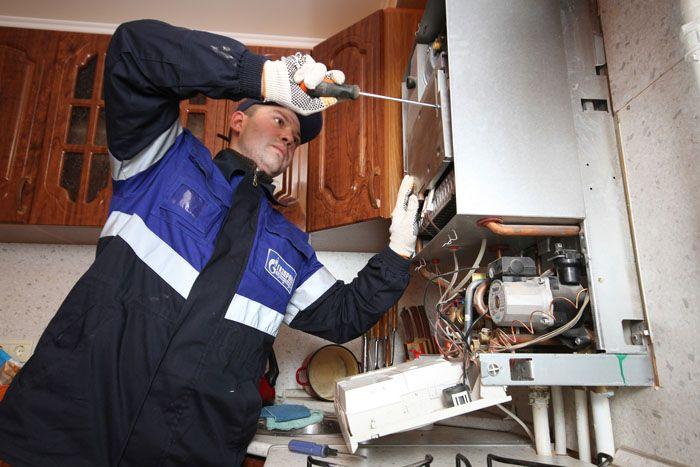Если вы пользуетесь колонкой в многоквартирном доме, и соседи жалуются на аналогичную проблему, обращайтесь к поставщику газа с претензией на качество