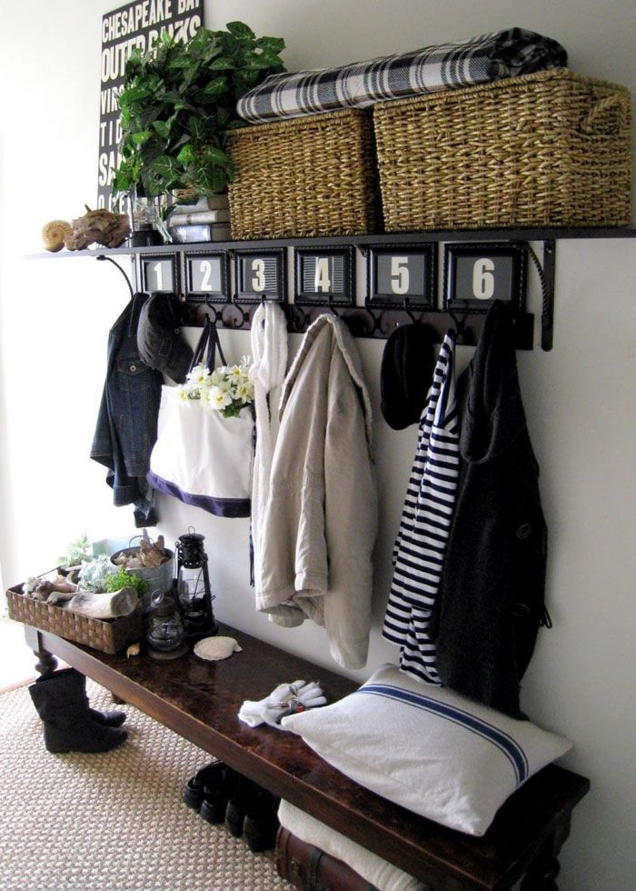 Вместительное пространство может быть заполнено декоративными снаружи коробами, в которые можно положить что угодно