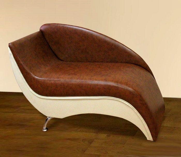 Настоящий кожаный мини-диван будет по достоинству оценён готовым к выходу мужчиной, вынужденным ожидать, пока его дама сердца доводит свой образ до совершенства