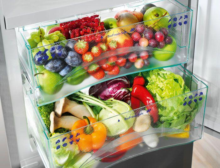 Уголь поглощает этилен, который ускоряет созревание фруктов, так что с ним яблоки, бананы и клубника дольше останутся свежими