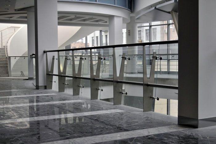 Ограждения в административном здании