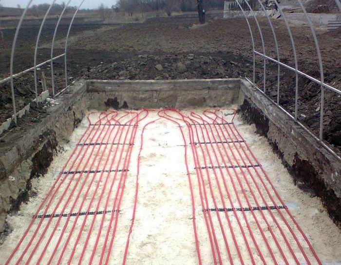 Поднять температуру грунта можно с применением стандартной схемы «тёплого пола»