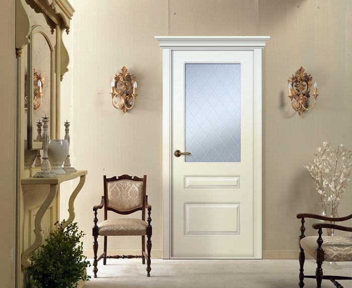 Матовое стекло уместно в любой комнате: не видно, что происходит внутри помещения, а вот тусклый свет, проникая сквозь матовую поверхность, освещает ночной коридор