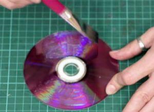 22-17-300x218 Какие поделки из дисков можно сделать своими руками? 100 радужных идей