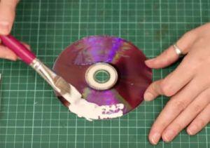 23-15-300x211 Какие поделки из дисков можно сделать своими руками? 100 радужных идей