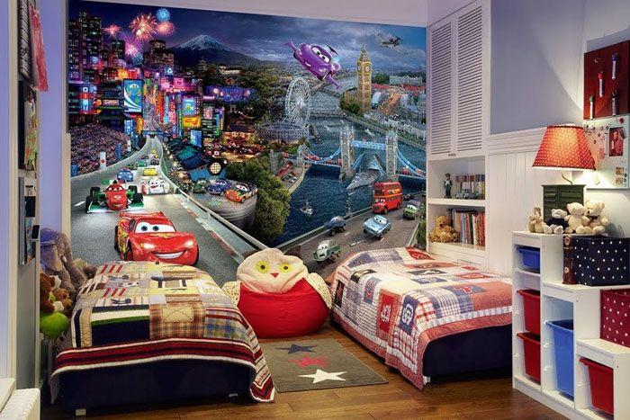 Если ребёнок ожидает яркого праздника в интерьере, то можно оформить стену любимыми героями