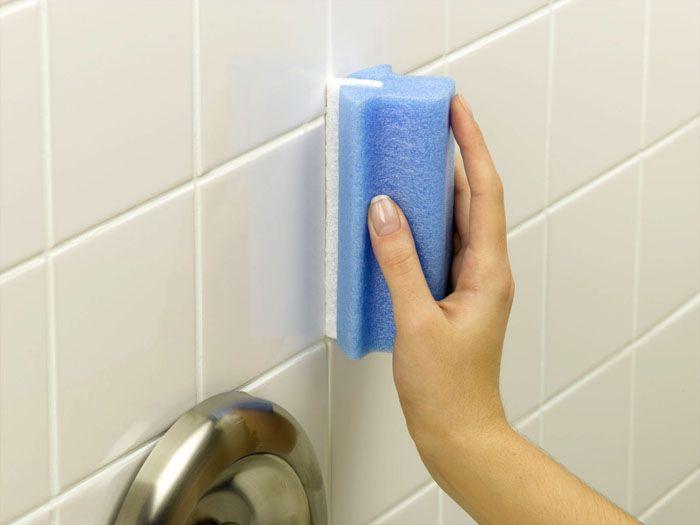 Такое покрытие не боится прямого попадания воды, его можно мыть, в том числе жёсткой щёткой