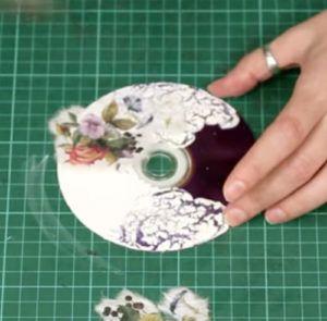 25-14-300x295 Какие поделки из дисков можно сделать своими руками? 100 радужных идей