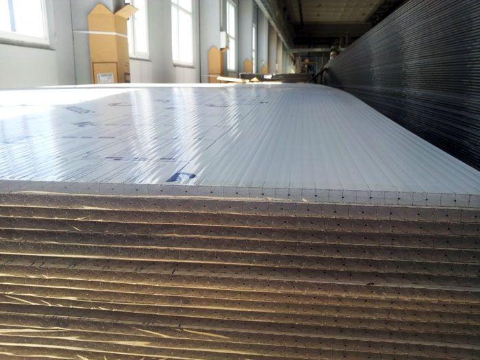 Уменьшить накладные затраты помогла кооперация с профильными предприятиями по изготовлению качественных полимерных сотовых панелей