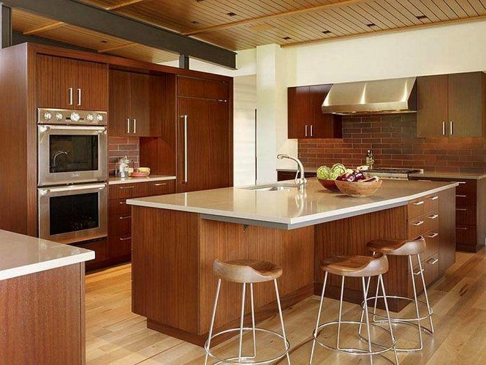 Кухня островного и полуостровного типа, как и предыдущий вариант, подходит для больших комнат