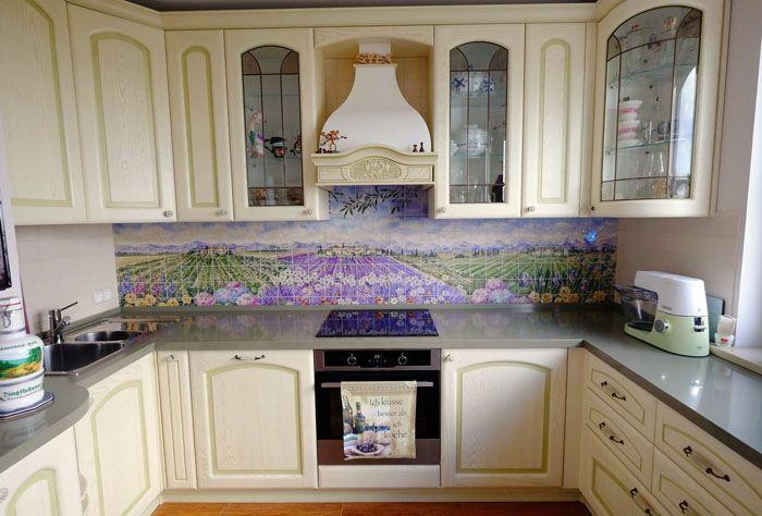 Эксклюзивный внешний вид – керамическая плитка с росписью, сделанной по индивидуальному заказу