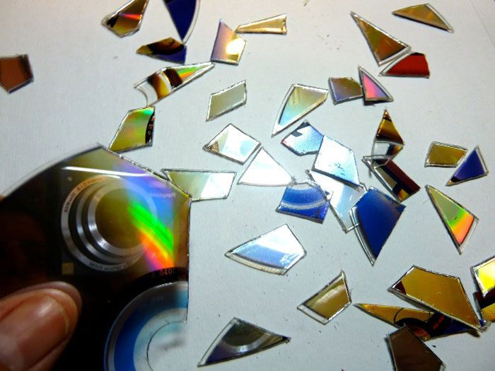 Большинство дисков легко разделить пополам и разрезать на кусочки любой формы