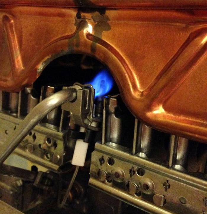 В нагревательном приборе постоянно горит запальник. Он погаснет только в случае, если газовая магистраль будет перекрыта