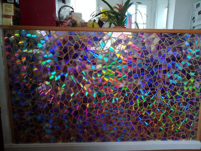 Интересная ширма: радуга в доме. В качестве основы можно взять стекло, а вместо затирки использовать витражные краски